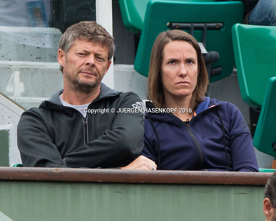 Elina Svitolina Trainer  Iain Hughes und Justine Henin in der Spielerloge,<br /> <br /> Tennis - French Open 2016 - Grand Slam ITF / ATP / WTA -  Roland Garros - Paris -  - France  - 1 June 2016.