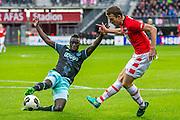 ALKMAAR - 06-11-2016, AZ - Ajax, AFAS Stadion, 2-2, Ajax speler Davinson Sanchez, AZ speler Robert Muhren