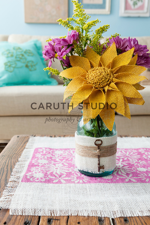 Burlap projects: Wrapped Mason jar vase with burlap daisy on stenciled table runner