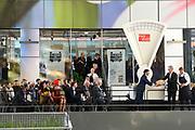 Koningin Maxima opent Markthal Rotterdam, de eerste overdekte versmarkthal in Nederland geïnspireerd op versmarkten elders in Europa.<br /> <br /> Queen Maxima opens in Rotterdam The Market Hall, the first covered market hall  in the Netherland inspired on other markets elsewhere in Europe.<br /> <br /> op de foto / On the photo:  Koningin Maxima verricht de openingshandeling door een pompoen op de weegschaal te leggen.<br /> <br /> Queen Maxima host the opening ceremony by placing a pumpkin on the scale