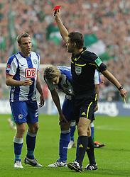25.09.2011, Weserstadion, Bremen, GER, 1.FBL, Werder Bremen vs Hertha BSC, im Bild Schiedsrichter Dr. Felix Brych schickt Christian Lell (Berlin #2, links) mit Gelb-Rot vom Platz..// during the match Werder Bremen vs Hertha BSC on 2011/09/25, Weserstadion, Bremen, Germany..EXPA Pictures © 2011, PhotoCredit: EXPA/ nph/  Frisch       ****** out of GER / CRO  / BEL ******