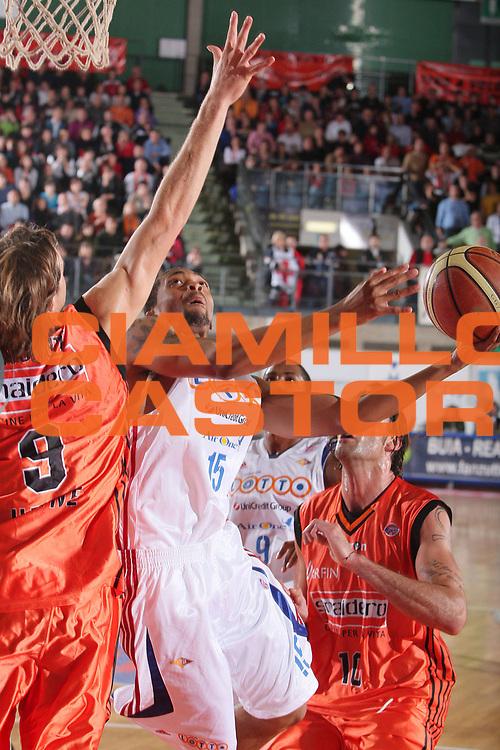 DESCRIZIONE : Udine Lega A1 2008-09 Snaidero Udine Lottomatica Virtus Roma <br /> GIOCATORE : allan ray <br /> SQUADRA : Lottomatica Virtus Roma <br /> EVENTO : Campionato Lega A1 2008-2009 <br /> GARA : Snaidero Udine Lottomatica Virtus Roma <br /> DATA : 08/11/2008 <br /> CATEGORIA : tiro <br /> SPORT : Pallacanestro <br /> AUTORE : Agenzia Ciamillo-Castoria/S.Silvestri <br /> Galleria : Lega Basket A1 2008-2009 <br /> Fotonotizia : Udine Campionato Italiano Lega A1 2008-2009 Snaidero Udine Lottomatica Virtus Roma <br /> Predefinita :