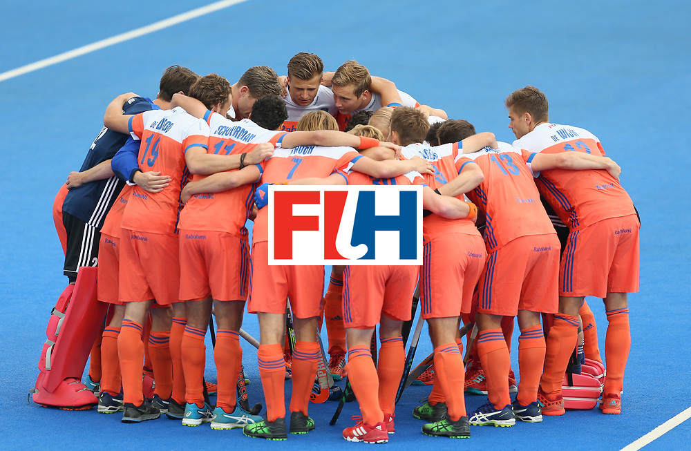 LONDON, ENGLAND - JUNE 25: Netherlands players huddle prior to the final match between Argentina and the Netherlands on day nine of the Hero Hockey World League Semi-Final at Lee Valley Hockey and Tennis Centre on June 25, 2017 in London, England. (Photo by Steve Bardens/Getty Images)