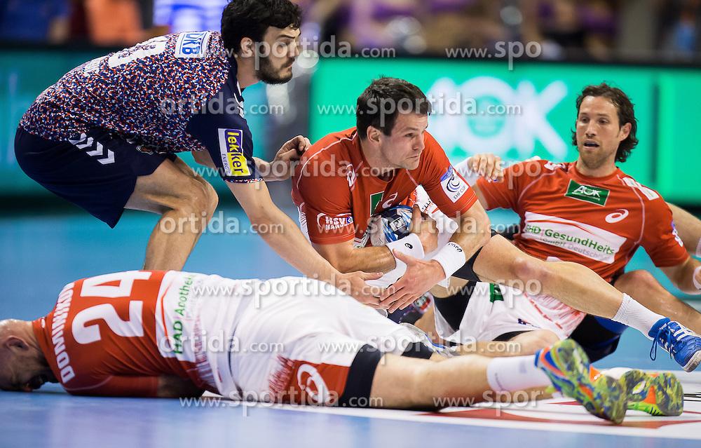 Berlin, Deutschland, 17.05.2015:<br /> Handball EHF Cup Finale 2014 / 2015 - Fuechse Berlin - HSV Hamburg - EHF CUP Finals 2014/15.<br /> <br /> Kampf um den Ball von Petar Nenadic (Fuechse #13) und Matthias Flohr (HSV #7) fuehrt zur Verletzung von Davor Dominikovic (HSV #24) *** Local Caption *** &copy; pixathlon