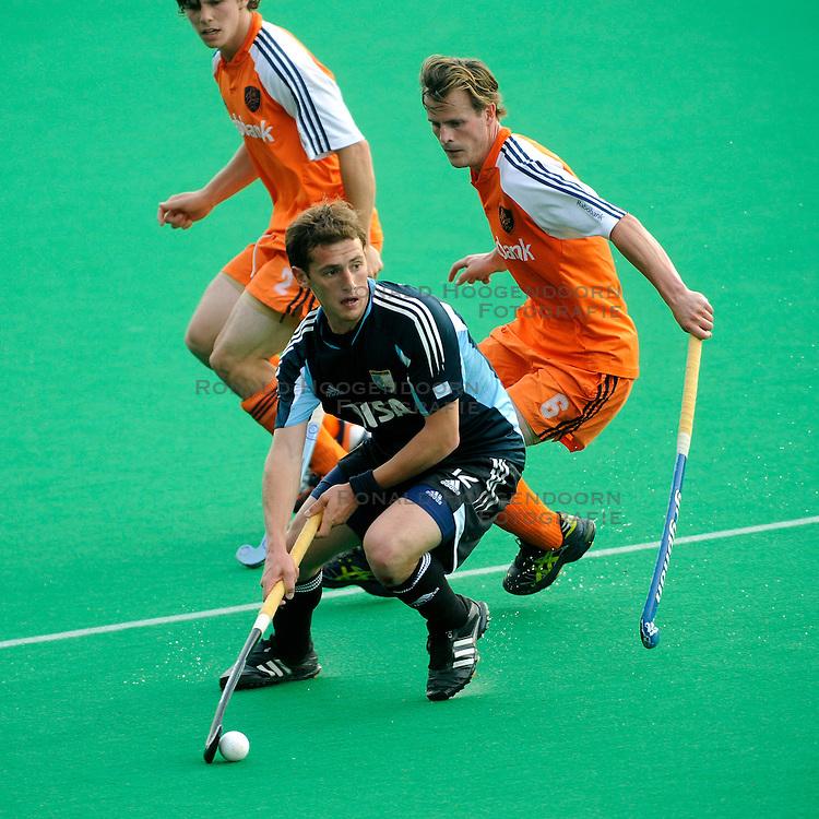 24-06-2008 HOCKEY: CHAMPIONS TROPHY: ARGENTINIE - NEDERLAND: ROTTERDAM<br /> Nederland verliest in de laatste seconden met 1-0 / Lucas Martin Vila en Thomas Boerma<br /> &copy;2008-WWW.FOTOHOOGENDOORN.NL