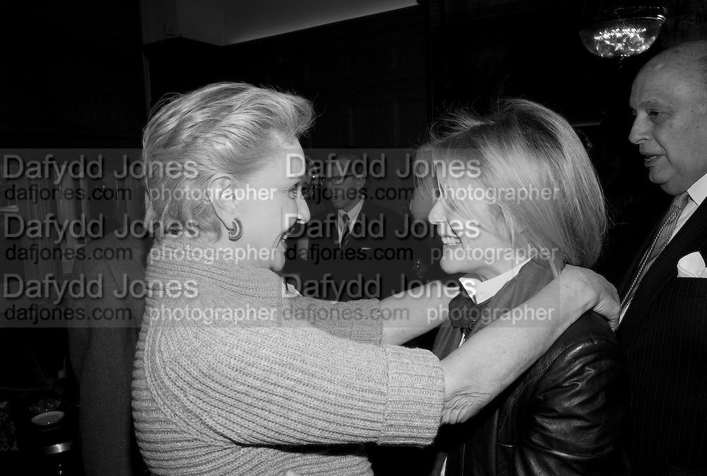 CAROLINA HERRERA; VISCOUNTESS SERENA LINLEY;, Graydon and Anna Carter host a lunch for Carolina Herrera to celebrate the ipening of her new shop on Mount St. .The Connaught. London. 20 January 2010