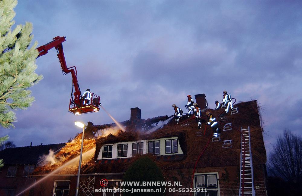 Brand in woning met rieten kap Groene Gerritsweg 17 Laren