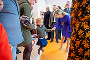 Koningin Maxima tijdens een werkbezoek aan het Prinses Máxima Centrum voor kinderoncologie in Utrecht. Het werkbezoek stond in het teken van de samenwerking tussen zorg en onderzoek in het centrum.  <br /> <br /> Queen Maxima during a working visit to the Princess Máxima Center for pediatric oncology in Utrecht. The working visit was dominated by the collaboration between care and research in the center.