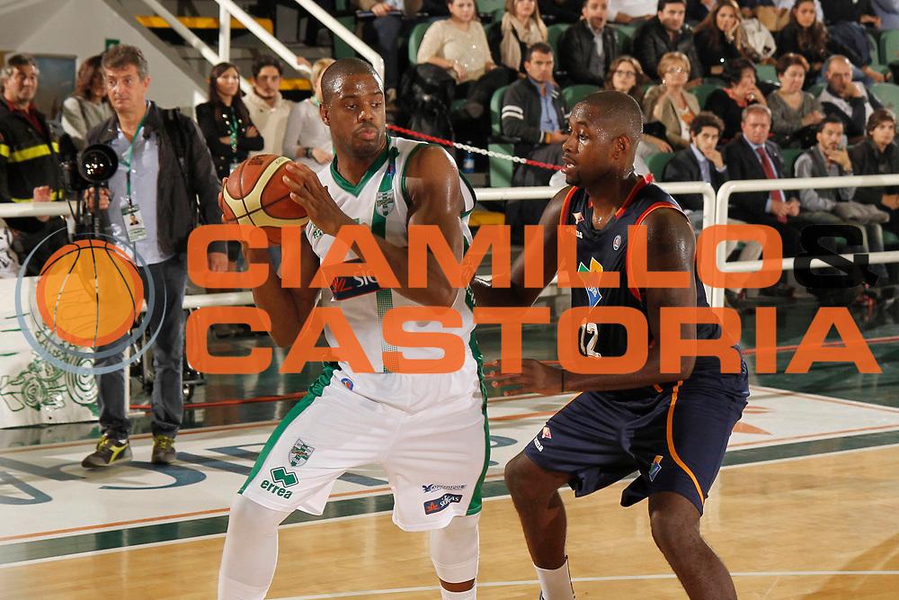 DESCRIZIONE : Avellino Lega A 2013-14 Sidigas Avellino Acea Virtus Roma<br /> GIOCATORE : Will Thomas<br /> CATEGORIA : palleggio<br /> SQUADRA : Sidigas Avellino<br /> EVENTO : Campionato Lega A 2013-2014<br /> GARA : Sidigas Avellino Acea Virtus Roma<br /> DATA : 27/10/2013<br /> SPORT : Pallacanestro <br /> AUTORE : Agenzia Ciamillo-Castoria/A. De Lise<br /> Galleria : Lega Basket A 2013-2014  <br /> Fotonotizia : Avellino Lega A 2013-14 Sidigas Avellino Sidigas Avellino Acea Virtus Roma