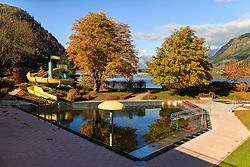 THEMENBILD - das Zeller Freibad an einem sonnigen Herbsttag, aufgenommen am 21. Oktober 2015, Zell am See, Österreich // a Outdoor Pool on a sunny Autumn Day, Zell am See, Austria on 2015/10/21. EXPA Pictures © 2015, PhotoCredit: EXPA/ JFK