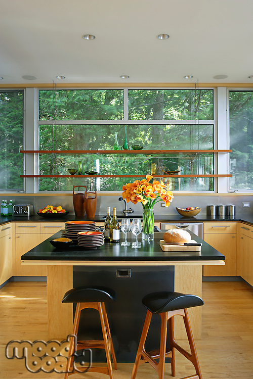 Retro styled kitchen with black worktop and kitchen island