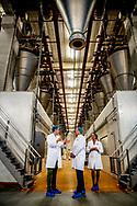 HELMOND - Koning Willem-Alexander brengt een werkbezoek aan twee bedrijven in Brainport Eindhoven. Het bezoek stond in het teken van de Nederlandse maakindustrie. De koning bezocht MTA, bedenker en bouwer van mechatronische machines en systemen en Huijbregts Groep, verwerker van poeders voor de levensmiddelenindustrie.  ROBIN UTRECHT