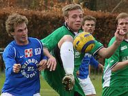 Patrick Petersen (Elite 3000) i kamp med Lyngby-spiller.