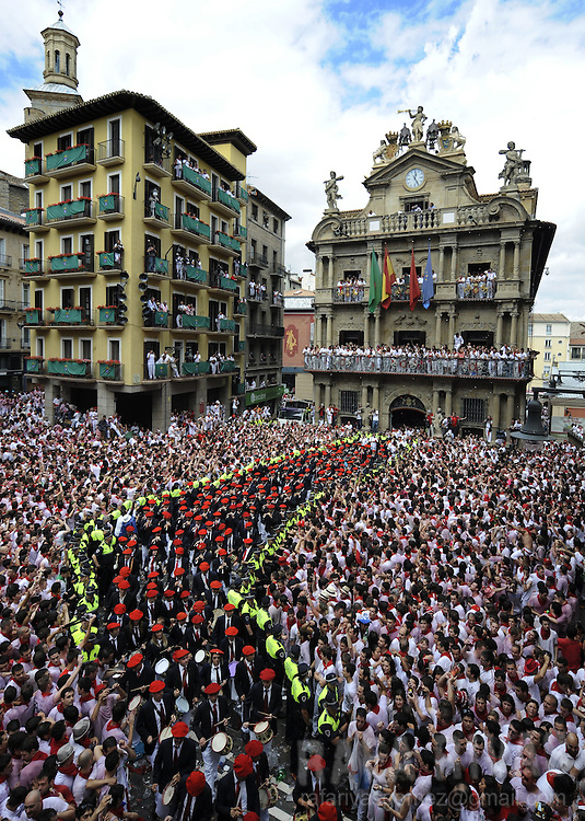 Musicians play during the 'Chupinazo' to mark the start at noon sharp of the San Fermin Festival on July 6, 2012 in front of the Town Hall of Pamplona, northern Spain. Tens of thousands of people packed Pamplona's streets for a drunken kick-off to Spain's best-known fiesta: the nine-day San Fermin bull-running festival. PHOTO / Rafa Rivas