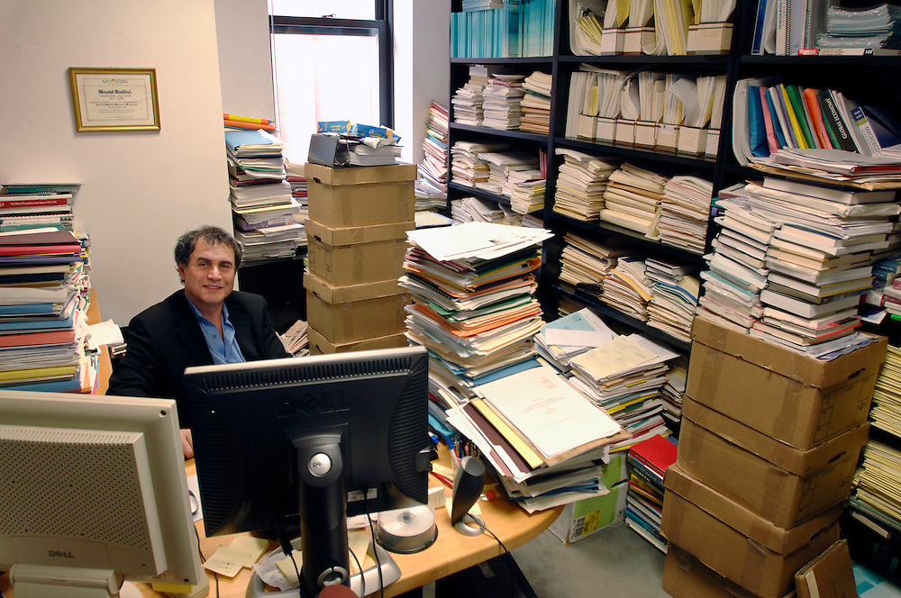 Nouriel Roubini at his office at Stern School of Business at New York University (2006). He started predicting the financial crisis in 2006...Renowned economist Nouriel Roubini is a professor of economics at Stern School of Business at New York University and Chairman of consulting firm RGE Monitor. Roubini is credited with predicting the housing bubble and recent financial collapse...Nouriel Roubini US-amerikanischer Nationaloekonom und Professor an der Stern School of Business at New York University und Gruender und Vorsitzender von Roubini Global Economics LLC, ein Anbieter fuer Kapitalmarkt und Wirtschaftsinformationen
