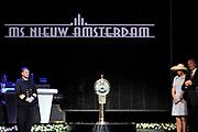 Doop ms Nieuw Amsterdam in Venetie<br /> <br /> Hare Koninklijke Hoogheid prinses Máxima doopt op zondag 4 juli 2010 in Venetië het cruiseschip ms Nieuw Amsterdam van de Holland America Line. Het schip is de tweede in de Signature-klasse. De Nieuw Amsterdam, die plaats biedt aan 2.106 passagiers, wordt gebouwd door de scheepsbouwer Fincantieri-Cantieri Navali Italiani S.p.A. in Marghera, Italië. <br /> <br /> op de foto:<br /> <br />  De officiele doop door  Maxima    Topman Stein Kruse (L) van Holland America Line en kapitien Edward van Zaanen kijken toe.