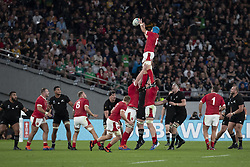 November 1, 2019, Tokyo, Japan: Wales' Justin Tipuric catches the line out during the Rugby World Cup 2019 Bronze Final between New Zealand and Wales at Tokyo Stadium. New Zealand defeats Wales 40-17. (Credit Image: © Rodrigo Reyes Marin/ZUMA Wire)