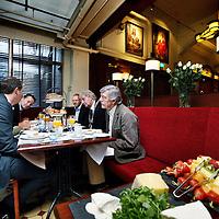 Nederland, Amsterdam , 11 oktober 2012..Burgemeester van der Laan (midden), kleinzoon Bob Schiller (rechts) en nog enkele betrokkenen bij Schiller gezamelijk aan het ontbijt n.a.v. het 100 jarig bestaan van de Brasserie. .Foto:Jean-Pierre Jans