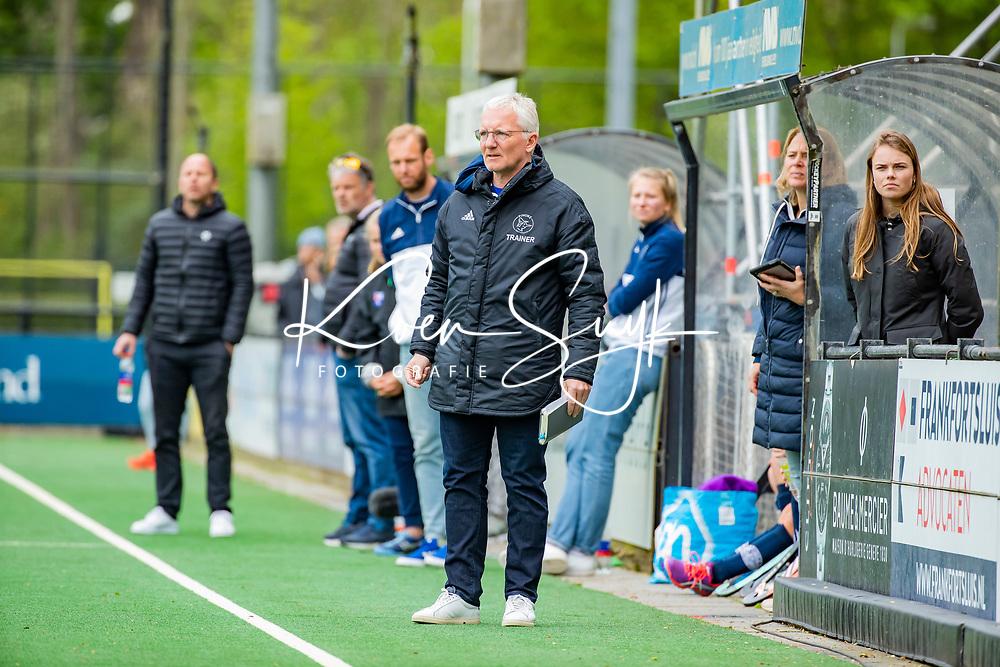 BLOEMENDAAL -   coach Hans Oostindie (Pin)  , Libera hoofdklasse hockey Bloemendaal-Pinoke (0-0). COPYRIGHT KOEN SUYK