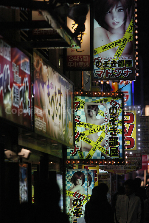 Kabukicho, the hot district of Tokyo, Shinjuku, Japan / Kabukicho, le quartier chaud de Tokyo; Shinjuku, Japon
