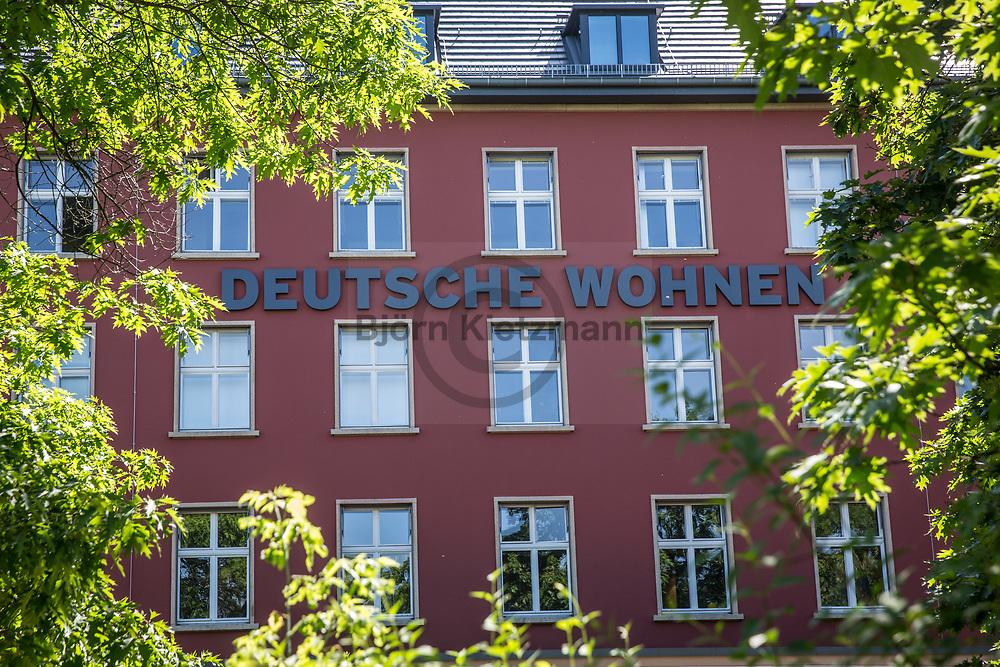 Berlin, Germany - 02.06.2017<br /> <br /> Tenant protests in front of the Berlin headquarters of Deutsche Wohnen AG against drastic increases in rent due to energetic renovations.<br /> <br /> Mieter-Proteste  vor dem Berliner Sitz der Deutschen Wohnen AG gegen drastische Mietsteigerungen aufgrund energetische Sanierungen.<br /> <br /> Photo: Bjoern Kietzmann