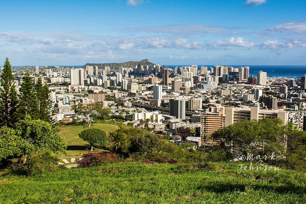 Honolulu City from Punchbowl Crater, Honolulu, Oahu, Hawaii Honolulu City (and Diamond Head) from Punchbowl Crater, Oahu, Hawaii