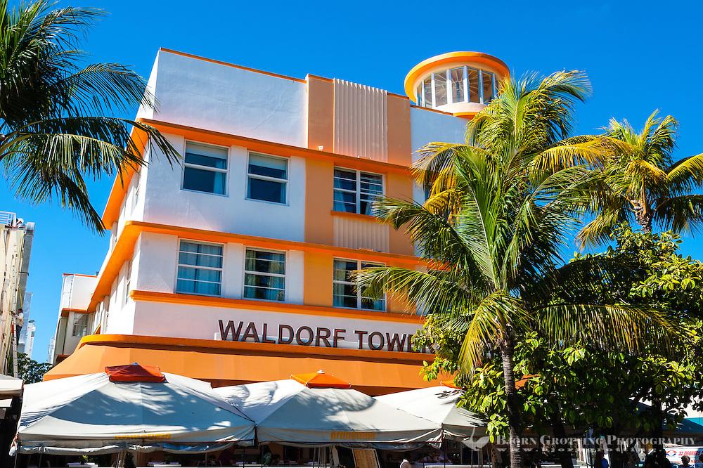 US, Florida, Miami Beach. Art Deco, Waldorf Towers Hotel, Ocean Drive.