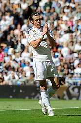 05.04.2015, Estadio Santiago Bernabeu, Madrid, ESP, Primera Division, Real Madrid vs FC Granada, 29. Runde, im Bild Real Madrid&acute;s Gareth Bale apologizes // during the Spanish Primera Division 29th round match between Real Madrid CF and Granada FC at the Estadio Santiago Bernabeu in Madrid, Spain on 2015/04/05. EXPA Pictures &copy; 2015, PhotoCredit: EXPA/ Alterphotos/ Luis Fernandez<br /> <br /> *****ATTENTION - OUT of ESP, SUI*****