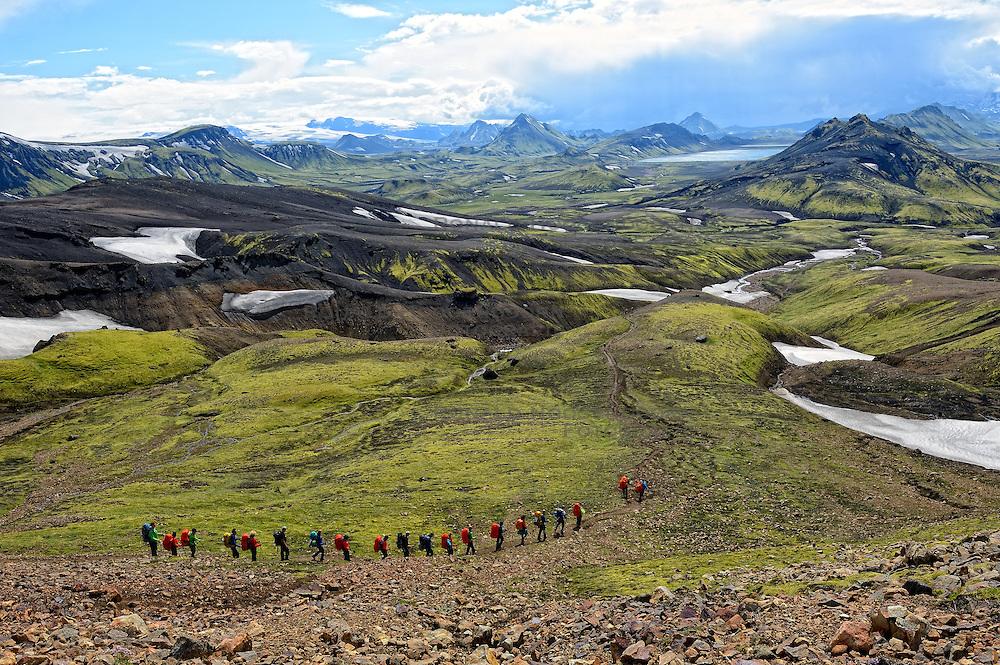 07-07-2014 NED: Iceland Diabetes Challenge dag 3, Aftavatn<br /> Trek van Hrafntinnusker naar Aftavatn.