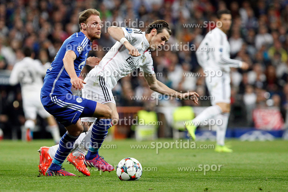10.03.2015, Estadio Santiago Bernabeu, Madrid, ESP, UEFA CL, Real Madrid vs Schalke 04, Achtelfinal, R&uuml;ckspiel, im Bild Real Madrid&acute;s Gareth Bale and Schakle 04 Howedes // during the UEFA Champions League Round of 16, 2nd Leg match between Real Madrid and Schakke 04 at the Estadio Santiago Bernabeu in Madrid, Spain on 2015/03/10. EXPA Pictures &copy; 2015, PhotoCredit: EXPA/ Alterphotos/ Caro Marin<br /> <br /> *****ATTENTION - OUT of ESP, SUI*****