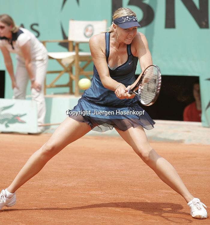 Frankreich,Paris, Sport, Tennis, Roland Garros, Grand Slam..Tournament, French Open 2007, Maria Sharapova (RUS)...Foto: Juergen Hasenkopf..B a n k v e r b.  S S P K  M u e n ch e n, ..BLZ. 70150000, Kto. 10-210359,..+++ Veroeffentlichung nur gegen Honorar nach MFM,..Namensnennung und Belegexemplar. Inhaltsveraendernde Manipulation des Fotos nur nach ausdruecklicher Genehmigung durch den Fotografen...Persoenlichkeitsrechte oder Model Release Vertraege der abgebildeten Personen sind nicht vorhanden.