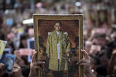 Bangkok: Thais mourners gathers to mark passing of King Bhumibol Adulyadej, 22 Oct. 2016