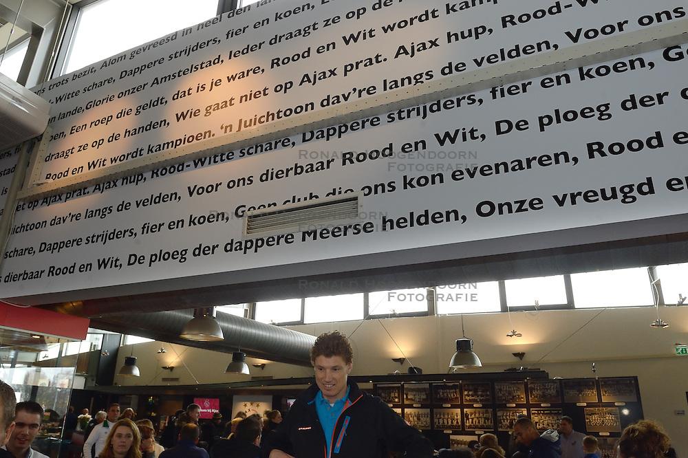20-03-2013 VOETBAL: BVDGF VOETBALCLINIC AFC AJAX: AMSTERDAM<br /> Twintig  kinderen met diabetes kregen een voetbalclinic bij AFC Ajax van Kenneth Perez, Frank en Ronald de Boer<br /> &copy;2013-FotoHoogendoorn.nl