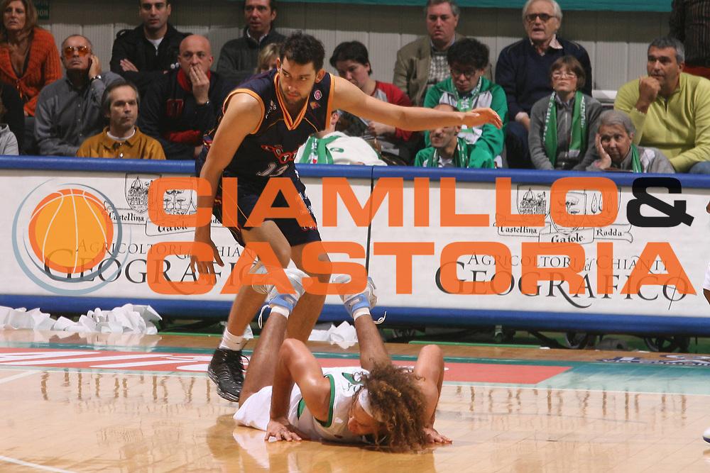 DESCRIZIONE : Siena Lega A1 2006-07 Montepaschi Siena Lottomatica Virtus Roma <br /> GIOCATORE : Garri Stonerook <br /> SQUADRA : Montepaschi Siena <br /> EVENTO : Campionato Lega A1 2006-2007 <br /> GARA : Montepaschi Siena Lottomatica Virtus Roma <br /> DATA : 05/11/2006 <br /> CATEGORIA : Curiosita <br /> SPORT : Pallacanestro <br /> AUTORE : Agenzia Ciamillo-Castoria/G.Ciamillo
