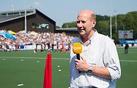 UTRECHT -  Verslaggever John van Vliet voor Ziggo bij   de finale van de play-offs om de landtitel tussen de heren van Kampong en Amsterdam (3-1). COPYRIGHT  KOEN SUYK