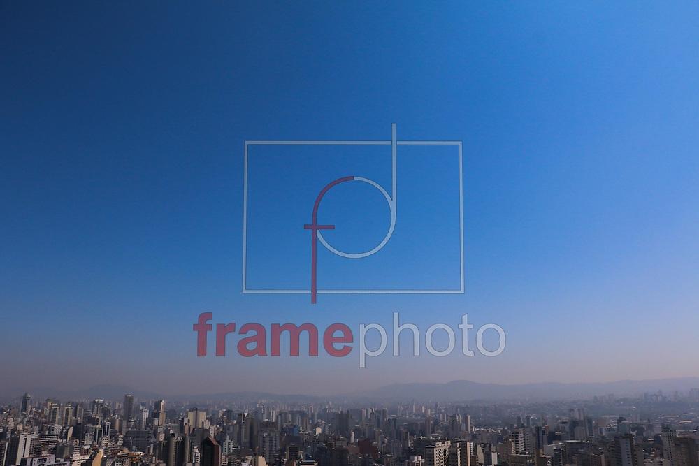 São Paulo (SP),  21/09/2015. Segunda feira (21), com tempo seco, sol forte e uma forte camada de poluição no céu da capital paulista. Foto: Marcelo S. Camargo/Frame