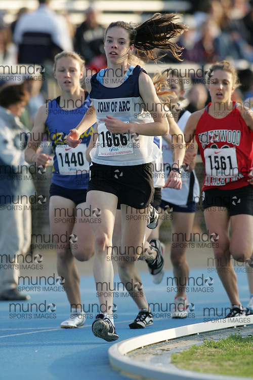 Amanda Truelove competing in the 1500m qualifying rounds at the 2007 OFSAA Ontario High School Track and Field Championships in Ottawa.