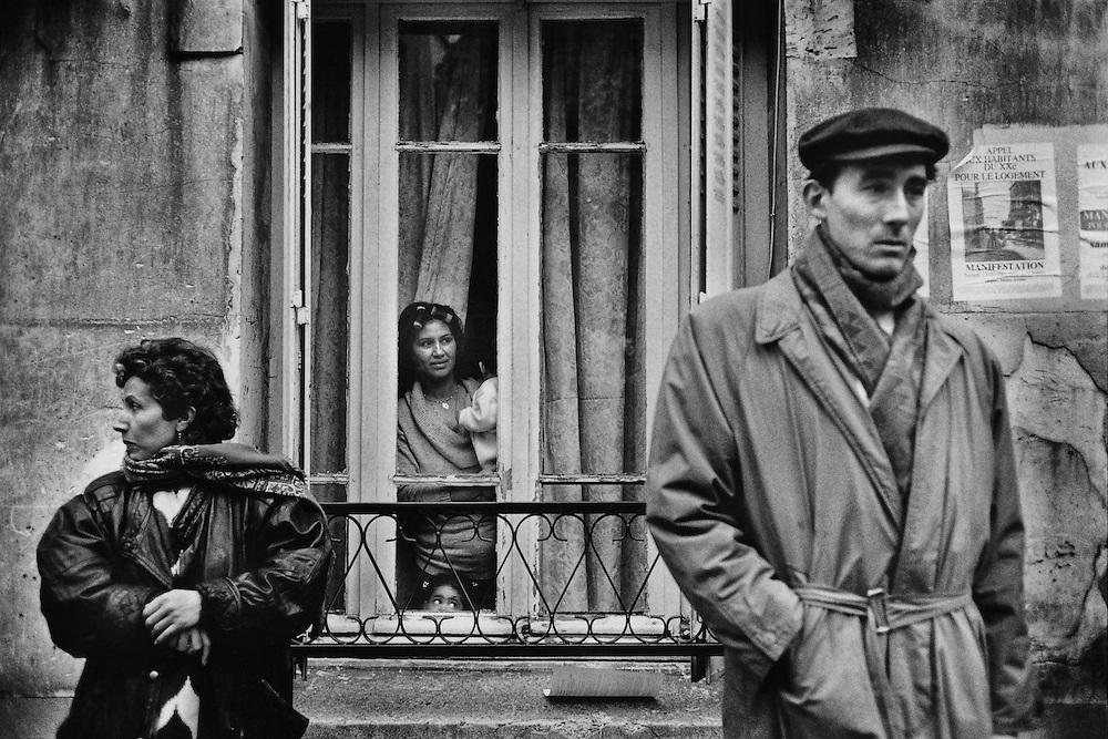 Paris, 1994.<br /> Rue des amandiers, le quartier doit etre demolit, le relogement des habitants n'est pas garanti.