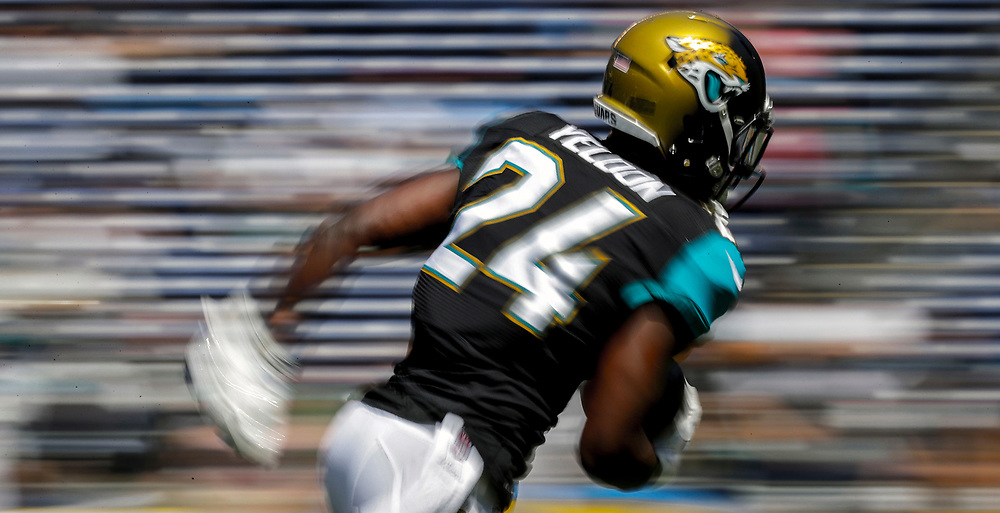 Jacksonville Jaguars running back T.J. Yeldon warms up before the Jaguars play the San Diego Chargers in an NFL football game Sunday, Sept. 18, 2016, in San Diego. (AP Photo/Ryan Kang)