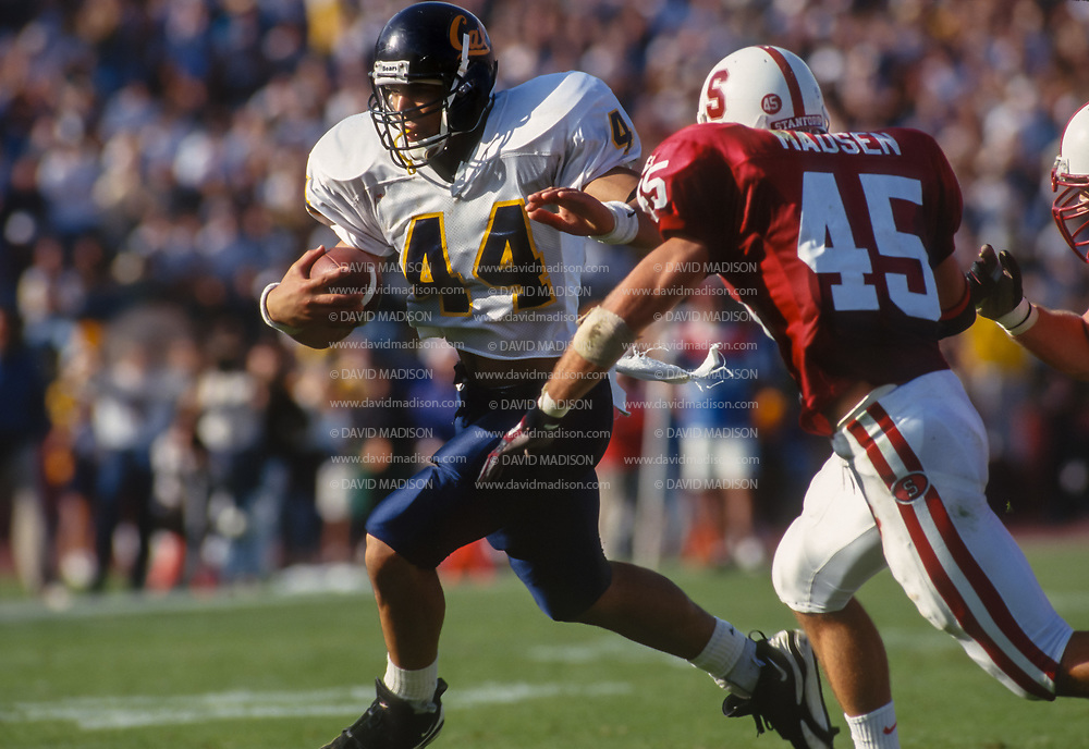 PALO ALTO -  NOVEMBER 18:  Tony Gonzalez #44 of the California Golden Bears runs with the ball during the 1995 Big Game against the Stanford Cardinal on November 18, 1995 at Stanford Stadium on the campus of Stanford University in Palo Alto, California.  Stanford's Josh Madsen #45 defends.  (Photo by David Madison/Getty Images) *** Local Caption *** Tony Gonzalez