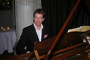 Max Beesley, Tiffany & Co. Christmas party. the Savile Club. Brook St. London. 14 December 2004.  ONE TIME USE ONLY - DO NOT ARCHIVE  © Copyright Photograph by Dafydd Jones 66 Stockwell Park Rd. London SW9 0DA Tel 020 7733 0108 www.dafjones.com
