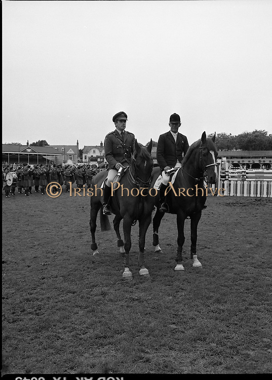 Guinness Competitions At The RDS Horse Show.(R39)..1986..09.08.1986..08.09.1986..9th August 1986..At the Dublin Horse Show at the RDS, Guinness sponsor several events,The Guinness Match International, The Novice Championship and the Guinness Tankard...Winner and runner up, Eddie Macken and Capt Gerry Mullins are pictured side by side after they recieved their awards at the horse Show.