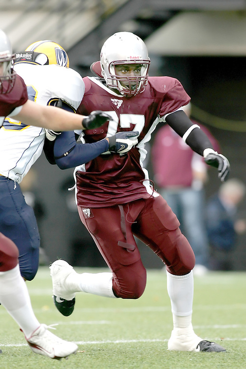 (20 October 2007 -- Ottawa) The University of Ottawa Gee Gees football team defeated the University of Windsor Lancers 43-2 to complete a perfect undefeated season. The player pictured is