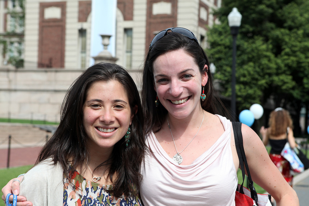 Kate Cederbaum '06 (right).Sydney Spector '06