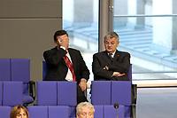 17 OCT 2003, BERLIN/GERMANY:<br /> Gerhard Schroeder (L), SPD, Bundeskanzler, und Joschka Fischer (R), B90/Gruene, Bundesaussenminister, sitzen in der letzten Reihe der FDP-Fraktion, waehrend einer Bundestagsdebatte, Plenum, Deutscher Bundestag<br /> IMAGE: 20031017-01-024<br /> KEYWORDS: Gerhard Schröder, Gespraech, Gespräch
