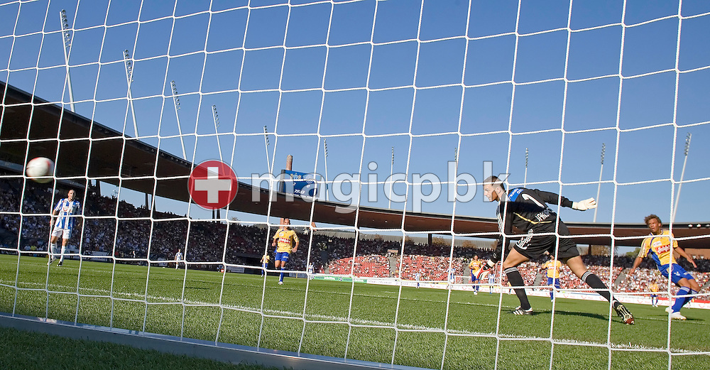 GC's goalkeeper Eldin JAKUPOVIC (2nd R) receives his third goal (shot by FCZ's Raffael) during the soccer super league (national league) game between FC Zuerich (FCZ) and Grasshopper-Club Zuerich (GC) at the new Letzigrund stadium in Zuerich, Switzerland, Sunday, Sept. 23, 2007. FC Zuerich wins the city derby against Grasshopper-Club Zuerich by four to nil. (Photo by Patrick B. Kraemer / MAGICPBK)