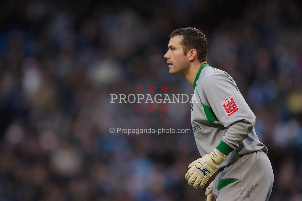 Manchester, England - Sunday, January 28, 2007: Southampton's goalkeeper Kelvin Davis in action against Manchester City during the FA Cup 5th Round match at the City of Manchester Stadium. (Pic by David Rawcliffe/Propaganda)