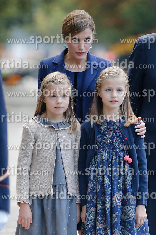 12.10.2015, Madrid, Madrid, ESP, Spanischer Nationalfeiertag, Royals, im Bild Princess Sofia of Spain, Princess Leonor of Spain and Queen Letizia of Spain // during the celebration of the Spanish National Day military parade in Madrid in Madrid, Spain on 2015/10/12. EXPA Pictures &copy; 2015, PhotoCredit: EXPA/ Alterphotos/ Victor Blanco<br /> <br /> *****ATTENTION - OUT of ESP, SUI*****