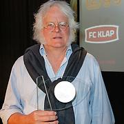 NLD/Hilversum/20120606 -Uitreiking Nipkowschrijf 2012, Redmond O' Hanlon met de Zilveren Nipkowschijf 2012