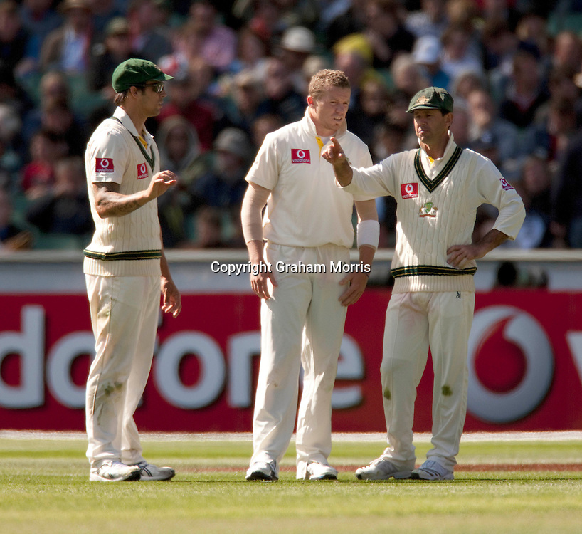 Captain Ricky Ponting (right) with bowlers Mitchell Johnson (left) and Peter Siddle during the fourth Ashes test match between Australia and England at the MCG in Melbourne, Australia. Photo: Graham Morris (Tel: +44(0)20 8969 4192 Email: sales@cricketpix.com) 27/12/10
